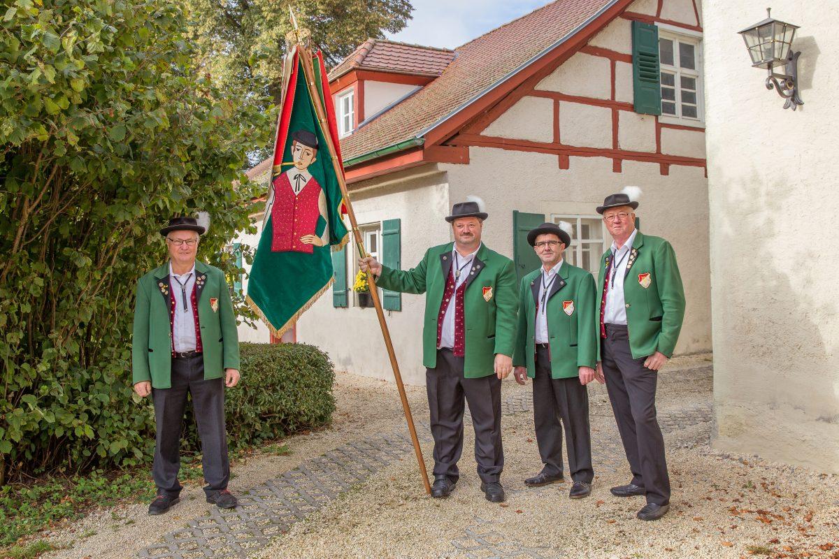 Fahnenträger: Richard Raaf, Gerhard Grimmeisen, Ulrich Bahle und Georg Glanz