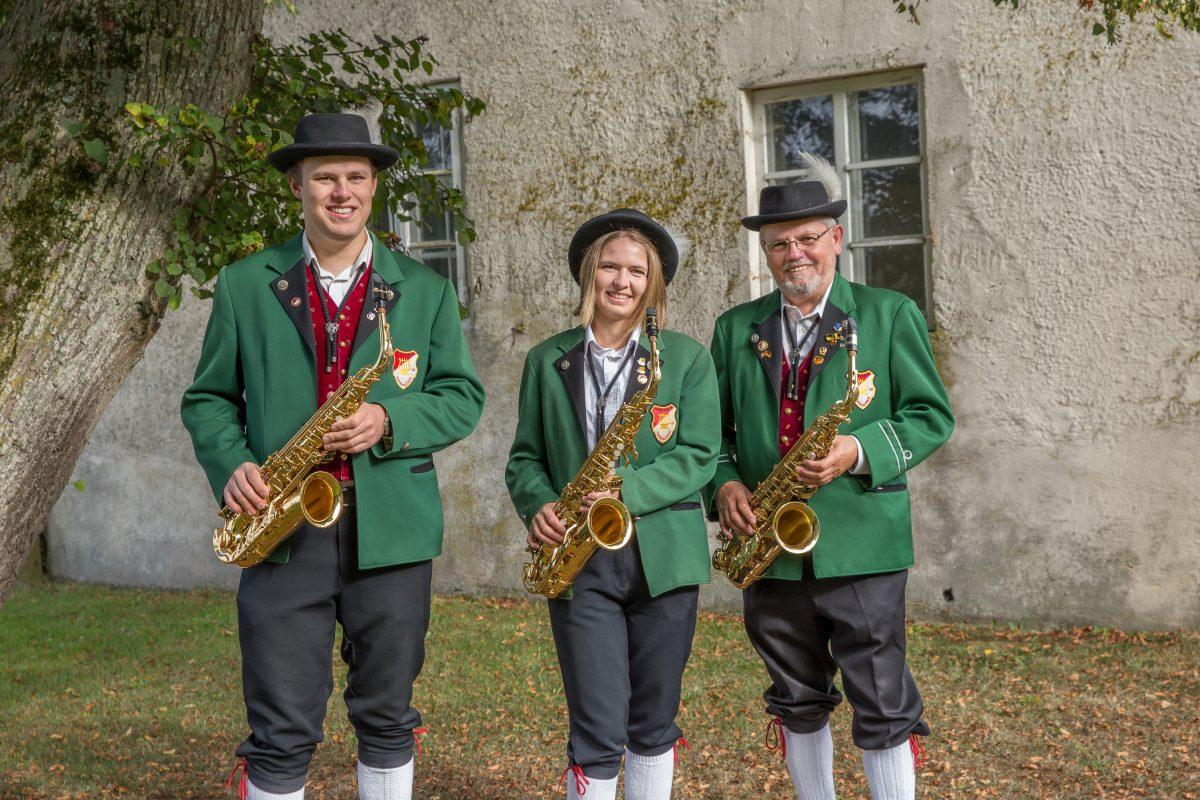 Saxophon: Philipp Stukan, Franziska Joas und Karl Wolf Auf dem Bild fehlend: Marcel Bosch, Vanessa Wille, Stefanie Seckler und Lisa Kurz (Tenorsaxophon)